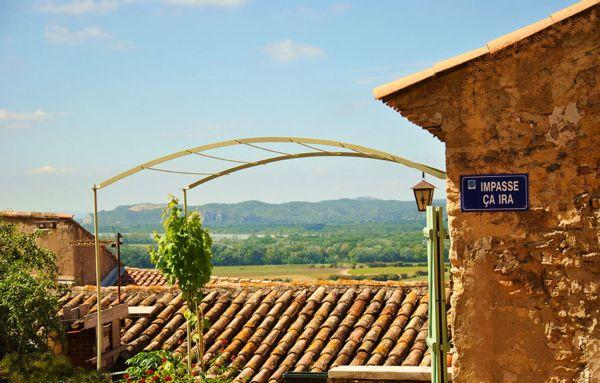 Vue du village sur le Rhône
